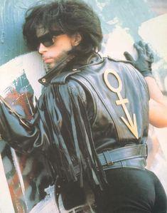 One of my favourite photo shoots of Prince during the Graffiti Bridge era~ Booty shot. Mavis Staples, Sheila E, Prince And Mayte, My Prince, Prince Org, Paisley Park, Minneapolis, Minnesota, Madonna