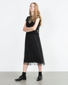 изображение 1 из ТОП С ВЫШИТЫМИ ТОЧКАМИ И ВОЛАНАМИ от Zara