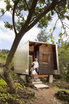 Casa Exterior / FLOAT Architectural Research and Design Tyni House, Tiny House Cabin, Tiny House Design, Cabin Homes, House Floor, Compact House, Micro House, Eco Cabin, Cabins In The Woods
