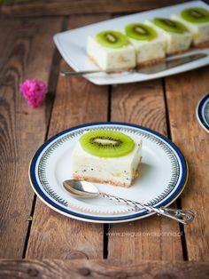 Jogurtowe ciasto z kiwi i bananem - Każdy ma jakiegoś bzika - Pieguskowa kuchnia Kiwi, Bon Appetit, Biscotti, Cake Recipes, Sweets, Apple, Fruit, Food, Vermont