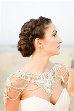 Bridal Wedding Jewelry bridal shoulder jewelry - Be a stunning and show stopping bride with these must-haves! Must-have Items for a Perfect Bridal Look Shoulder Jewelry, Shoulder Necklace, Mod Wedding, Dream Wedding, Bling Wedding, Rhinestone Wedding, Hair Wedding, Garden Wedding, Wedding Attire