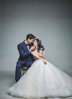 View photos in Kuho Studio 2020 New Sample. Pre-Wedding photoshoot by Kuho Studio, wedding photographer in Seoul, Korea. Pre Wedding Poses, Pre Wedding Photoshoot, Korean Wedding, Wedding Photography Poses, Bride, Garlic Parmesan, Chicken Wings, Prewedding Photo, Lemon Pepper