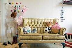 Fairytale Decoración de este dormitorio infantil como en un cuento de hadas vintage. Kids Bedroom, Kids Rooms, Childrens Rooms, Vintage Sofa, Kid Spaces, Cool Rooms, Kids Decor, Kids Furniture, Girl Room