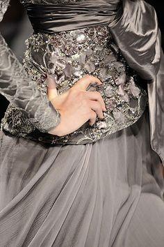 ♔ Elie Saab Couture Fashion, Runway Fashion, Fashion Show, Couture Style, Couture Details, Fashion Details, Beautiful Gowns, Beautiful Outfits, Beautiful Flowers