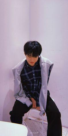 Fandom Kpop, Nct Doyoung, Nct Life, Kim Dong, Mark Nct, Aesthetic Iphone Wallpaper, K Idols, Jaehyun, Boyfriend Material