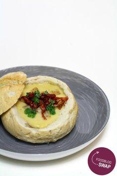 Maissoep uit een broodje! Serveer deze lekkere maissoep uit een broodje met croutons, eventueel spekjes en peterselie. Lekker, simpel, makkelijk en snel klaar! :D