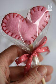 ♥ Felt Valentine Suckers Tutorial