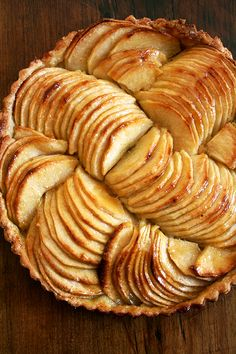 French apple tart, glazed. The blogger is much too critical of her own artistic arrangement of apple slices--I like this look much more than the one shown in Saveur, where she adapted this from. Apple Recipes, Tart Recipes, Sweet Recipes, Dessert Recipes, Apple Tart Recipe, Apple Tarts, French Recipes, Dessert Tarts, Recipes Dinner