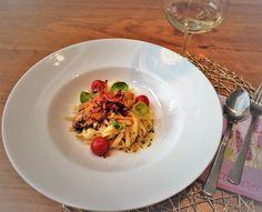 Kaninchenfilet auf Tagliatelle mit Kohlsprossenblätter Risotto, Ethnic Recipes, Napa Cabbage, Easy Meals, Recipies