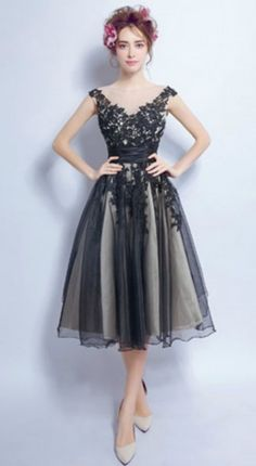 Vintage A-line V-neck Tea-length Tulle Prom Dress Homecoming Dress With Appliques Lace
