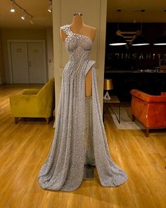 Find the perfect gown with Pageant Planet! Browse all of our beautiful prom and pageant gowns in our dress gallery. There's something for everyone, we even have plus size gowns! Pretty Prom Dresses, Glam Dresses, Event Dresses, Pageant Dresses, Stunning Dresses, Cute Dresses, Fashion Dresses, Long Dresses, Simple Dresses