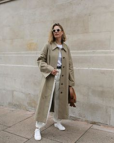 An Off-Duty Take on the Trench Coat for Fall (Le Fashion) Instagram Outfits, Look Fashion, Daily Fashion, Womens Fashion, 70s Fashion, Hippie Fashion, Jeans Fashion, Mode Outfits, Winter Outfits