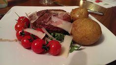 Filet vom argentinischen Hochlandrind an Granatapfelsauce auf Rucolasalat mit Parmesansplittern Parmesan, Rind, Steak, Beef, Smile, Apple, Meat, Steaks, Parmigiano Reggiano
