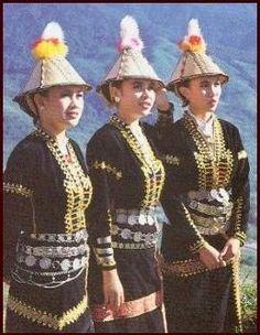 philippines culture   THREE KADAZAN-DUSUN LADIES IN TRADITIONAL DRESS.