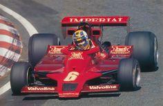 Lotus 78 vermelha de Gunnar Nilsson, durante o Grande Prêmio do Japão de 1977, em Fuji.
