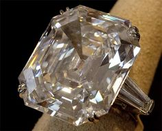The diamond ring given to Liz by Richard Burton