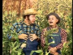 HEE HAW GANG, Dad never missed an episode. We all loved it and Grandpa was his favourite Sweet Memories, Childhood Memories, Hee Haw Show, American Bandstand, Old Shows, Vintage Tv, Old Tv, Tv Commercials, Classic Tv