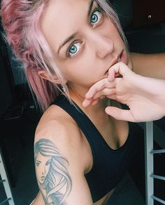 Post-palestra  #nomakeup #pinkhair #girl #eyes #gym #fit #fitness #fitnessmotivation #fitnessgirl #workout #postworkout #tattoo #tattoos #tattooedgirl #beauty #blog #fitnessbody #fitnessblogger #fitnessblog #selfie #me