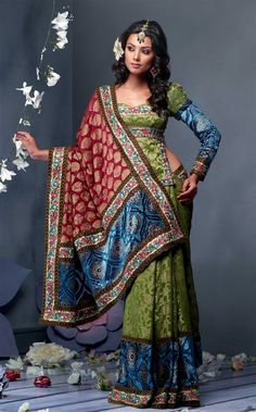 Sari Blouse Designs with photographs and tips on how to look good in saree. Tips on which Saree blouse designs will make fat girls look slim. This articles is about how to look great in saree Indian Dresses, Indian Outfits, How To Wear A Sari, Moda Indiana, Indian Costumes, Sari Blouse Designs, Moda Boho, Pakistan Fashion, We Are The World