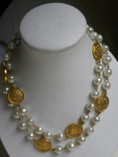 Depending upon the size and the style of the pendant it can dress up a casual outfit of denims or a sweater or it can be the ending up touch to a classy gown. Pearl Necklace Designs, Jewelry Design Earrings, Coin Jewelry, Gold Jewellery Design, Pearl Necklaces, Jewelery, Gold Necklace, Stylish Jewelry, Fashion Jewelry