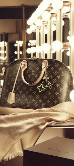 e904384c5e07 Louis Vuitton Alma handbag