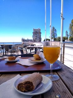 Lisbon, White Wine, Alcoholic Drinks, Glass, Food, Alcoholic Beverages, Meal, Drinkware, Essen