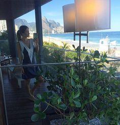 Bom dia  Com o reflexo de Ipanema ao fundo ☀️ {amo!}