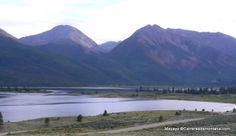 Twin Lakes al anochecer, un hermoso remanso de paz al pie de los cuatromiles de Leadville, Colorado.