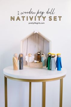 This simple peg doll Nativity set is a beautiful reminder of the real reason we celebrate Christmas, and it will hold up through years of wear and tear! Nativity Peg Doll, Wooden Nativity Sets, Diy Nativity, Wood Peg Dolls, Wooden Pegs, Wooden Diy, Nativity Ornaments, Diy Christmas Village, Diy Christmas Ornaments