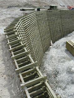 Muro de contención de madera: gaviones a rellenar de piedra