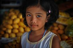 Tagaytay City - Fruit Vendors Daughter