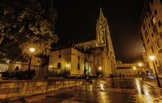Oviedo, Asturias Excursión de 1 dia, ciudad bastante grande. Tiene un parque inmenso con patos y muchos parques para los niños y esta genial.  TIPO ACTIVIDAD:  excursión / cultural