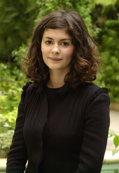 Audrey Tautou who played Amelie in Amelie Audrey Tautou, Veil Hairstyles, Curled Hairstyles, Wedding Hairstyles, Medium Hair Styles, Short Hair Styles, George Peppard, Blake Edwards, Corte Y Color