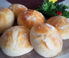 Superleckere Weizenbrötchen :: Bella-cooks-and-travels Pampered Chef, Bread Baking, Baguette, Bread Recipes, Food And Drink, Yummy Food, Homemade, Cooking, Sweet