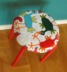 nitsirk: #2 Marius med frivirkade fåglar // The pattern for this stool cover was adapted from this free blanket pattern - http://www.ravelry.com/patterns/library/freeform-crochet-blanket