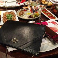 Ready for #MujeresQueComen at @babybeefrubaiyat__ @chefichefi te sales del mapa!!! #noelleetfilles #handbags #handmadeinspain #fashion #accessories #lesther #leathergoods #women #eomanpiwer #networking #funfunfun #lisdasdechefi by noelleetfilles #tailrs