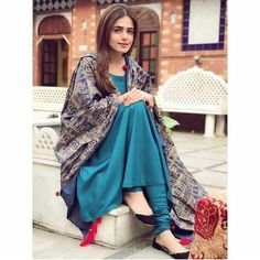 Get the latest trends ruling the charts in India. With the most fashionable range of apparels, accessories, and more, Limeroad will be your favourite of all online shopping sites. Pakistani Dresses, Indian Dresses, Indian Outfits, Simple Dresses, Beautiful Dresses, Casual Dresses, Kurta Designs, Party Kleidung, Only Shirt