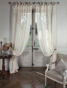 """Tenda velo """"Boudoir"""" #MathildeM. Materiale: Rete e cotone ricamato. Dimensioni: 140 x 300 cm. Selezione e Design Esclusivi Made in France."""