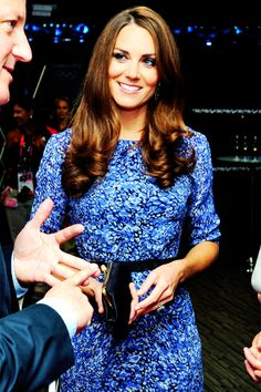 Kate Middleton in floral blue Whistles Dress Princesse Kate Middleton, Kate Middleton Dress, Kate Middleton Style, Duchess Kate, Duke And Duchess, Duchess Of Cambridge, Princess Kate, Princess Charlotte, Prince William And Catherine