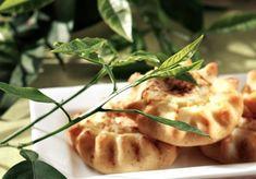 Κυπριακές φλαούνες Easter Recipes, Easter Food, Food And Drink, Sweets, Chicken, Meat, Baking, Ethnic Recipes, Holiday