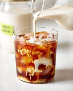 Top Tips For Brewing The Best Coffee - Great Coffee Starbucks Sweet Cream, Starbucks Vanilla, Coffee Creamer, Iced Coffee, Coffee Drinks, Coffee Mugs, Coffee Club, Coffee Girl, Espresso Coffee
