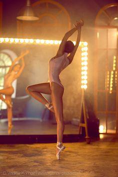 ballet dancers by Vladimir Konnov #mirror #lights #reflection