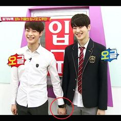 В любой непонятной ситуации,просто держите своего любимого за руку... #ASTRO #Moonbin #EunWoo #BinWoo #AROHA #binwoo_is_real
