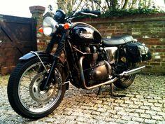 A black Triumph Bonneville T100. Love. Love. Love.