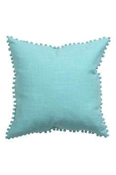 Чехол на подушку с помпонами: Чехол на подушку из х/б ткани с помпонами по краям. Потайная молния.
