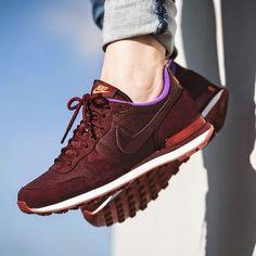 Nike Women's Internationalist Burgundy Shoes