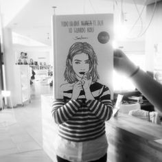 Feliz #BookFaceFriday ! A pasar unha boa fin de semana acompañad@s dun bo libro. Graciñas á nosa modelo :) @saraherranz #todoloquenuncatedijeloguardoaqui #usuariasmolonas #bookface #venres #viernes #finde #bookface