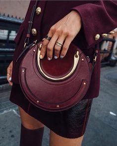 172 отметок «Нравится», 4 комментариев — Cosmopolitan Fashion (@cosmofashionrussia) в Instagram: «Как отличить «правильную» сумку от «неправильной» Читай в разделе Мода на cosmo.ru, активная ссылка…»