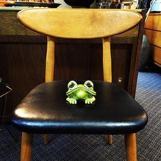 Ribbit...hop to it . Here until 6 today. #newvisionrelovedhomefurnishings #frog #ribbit #vintage #mc #mcm #mcm #midcentury #midcenturymodern #chair #midcenturychair #hop #hopalong #jumpy #fresno #shoplocalfresno