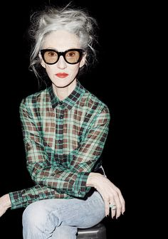 The Kooples collection FW 2015 2016 Linda Rodin Mode City, Mode Ab 50, Cooler Stil, Winter Typ, Kooples, Advanced Style, Ageless Beauty, Going Gray, Rodin